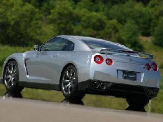 Nissan GT-R back