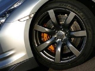 Nissan GT-R tire