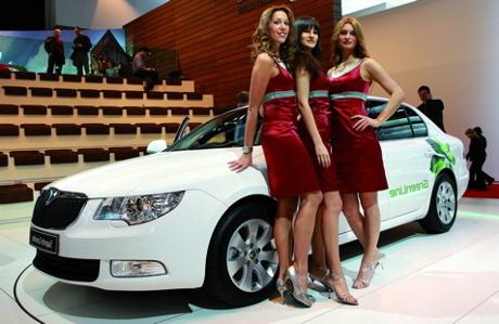 Sexy Girls standing next to a Skoda Superb
